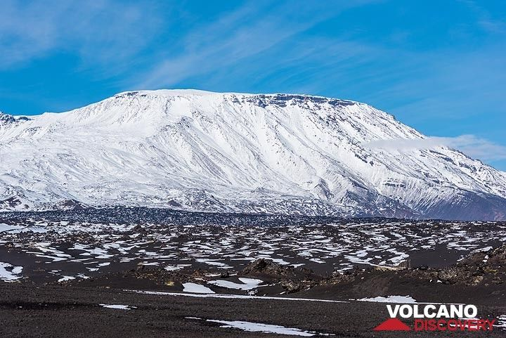 The currently active Plosky Tolbachik volcano has a flat, 3 km wide summit caldera with an inner crater, which contained an active lava lake until the eruption in the 1940s. (Photo: Tom Pfeiffer)