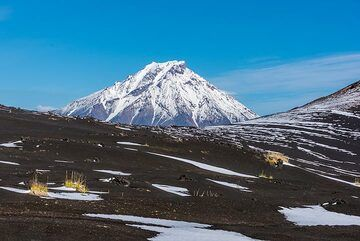 View of nearby Udina stratovolcano to the east. (Photo: Tom Pfeiffer)