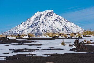 Udina volcano (Photo: Tom Pfeiffer)