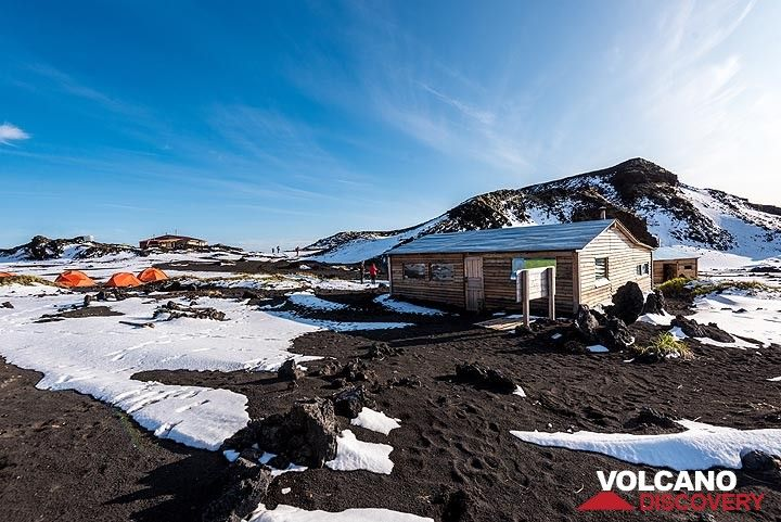 Tolbachik camp site; the bad weather during the previous weeks has left the first snow. (Photo: Tom Pfeiffer)