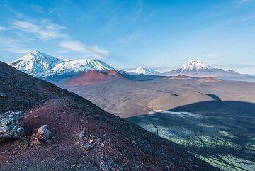 View to the NE over the vast rift zone. (Photo: Tom Pfeiffer)