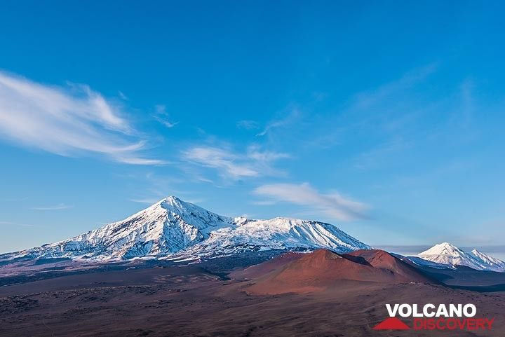Ostry Tolbachik, Plosky Tolbachik, and Zimina volcanoes with cinder cones in the foreground. (Photo: Tom Pfeiffer)