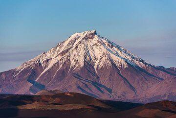 Udina volcano in the last sunlight. (Photo: Tom Pfeiffer)