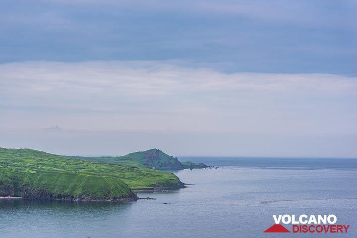 Coast of Atlasof Island (Photo: Tom Pfeiffer)