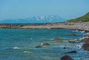 View towards the southern tip of Kamchatka in the distance (Photo: Tom Pfeiffer)