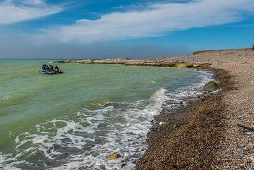 Returning from our outing to the river and this extraordinary beach (Photo: Tom Pfeiffer)