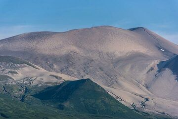 The 1933 eruption of Kharimkotan had destroyed the former summit cone of the volcano. (Photo: Tom Pfeiffer)