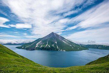 Krenitzyn Peak inside the Tao-Rusyr caldera, an island within an island. (Photo: Tom Pfeiffer)