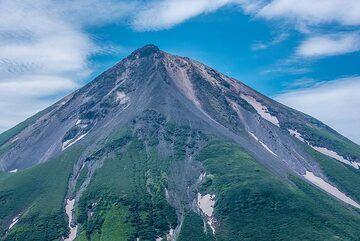 Closer view of Krenitzyn Peak. (Photo: Tom Pfeiffer)