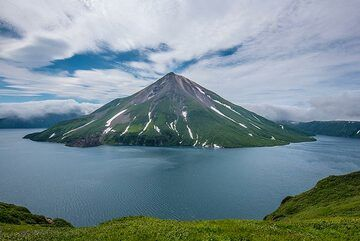 Impressions from our pilot tour to the northern Kuril Islands in July 2019: we spent a full day and night on Onekotan Island, famous for the Tao-Rusyr caldera containing scenic Krenitzyn Peak volcano. (Photo: Tom Pfeiffer)