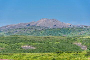 View towards the complex volcano Ebeko from Severo-Kurilsk town. (Photo: Tom Pfeiffer)