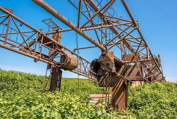 Rusting remnants of a Soviet-time abandoned drilling project. (Photo: Tom Pfeiffer)