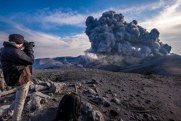 Paul taking photos of the eruption (Photo: Tom Pfeiffer)
