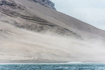 Strong winds pick up dust from the fresh ash deposits. (Photo: Tom Pfeiffer)