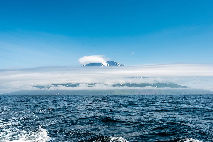 Otherwise, the passage between Atlasof and the western coast of Paramushir Island is in fine weather. (Photo: Tom Pfeiffer)