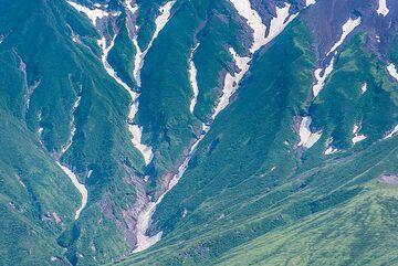 Erosion valleys on the slopes of the volcano. (Photo: Tom Pfeiffer)