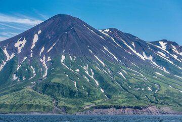 Closer view to Chikurachki volcano from the W. (Photo: Tom Pfeiffer)
