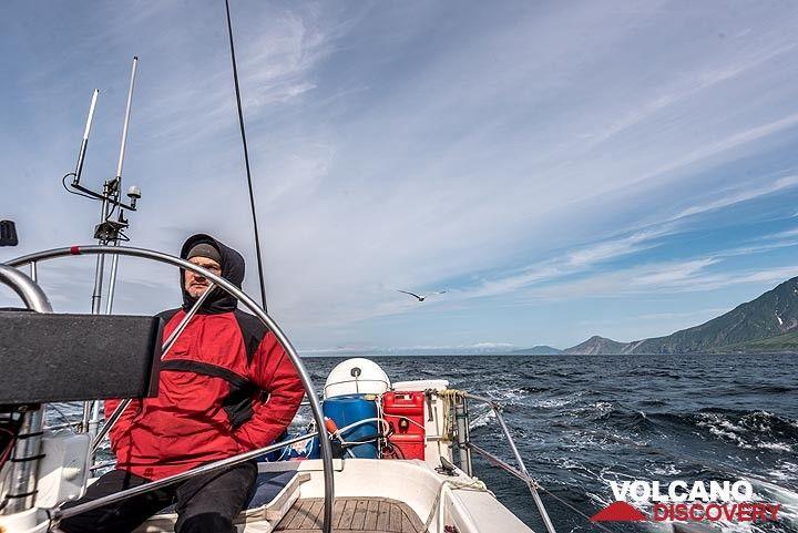 We're continuing sailing southwards along the western coast of Paramushir Island. (Photo: Tom Pfeiffer)