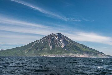 Fuss volcano seen from the west. (Photo: Tom Pfeiffer)