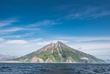 Wider angle view of Fuss Peak volcano from the SW. (Photo: Tom Pfeiffer)