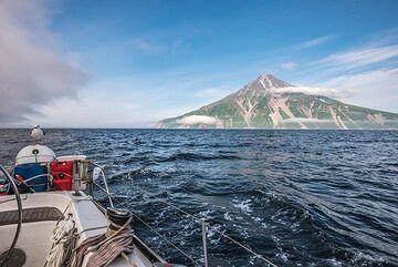 View back to Fuss volcano (Photo: Tom Pfeiffer)