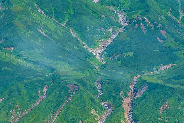 Erosion gullies in the island's volcanic slopes (Photo: Tom Pfeiffer)