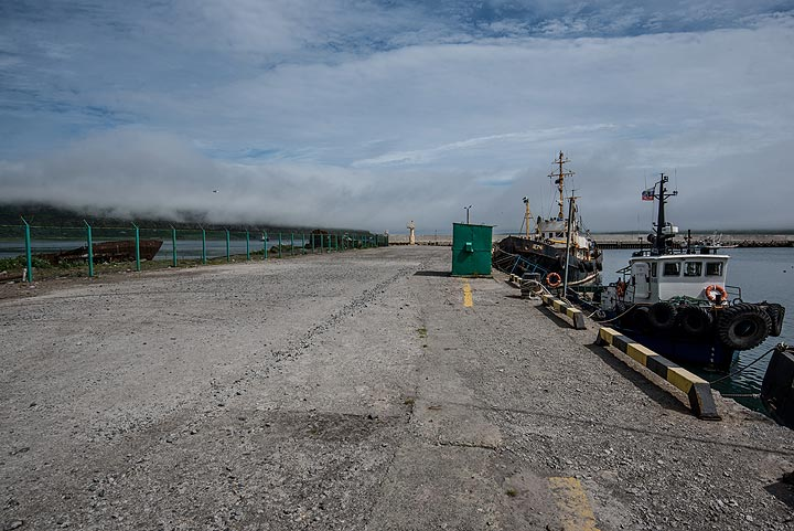 On the pier where some fishing ships are moored (Photo: Tom Pfeiffer)