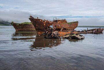 Shipwrecks (Photo: Tom Pfeiffer)