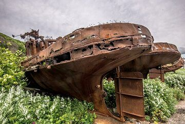 Old shipping boats (Photo: Tom Pfeiffer)