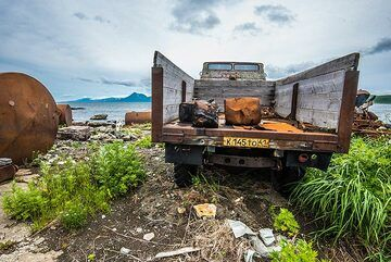 This old truck will go nowhere any more. (Photo: Tom Pfeiffer)