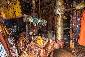 Old machinery (Photo: Tom Pfeiffer)
