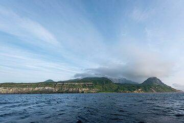 Wide-angle view of Kuntomintar volcano (Photo: Tom Pfeiffer)