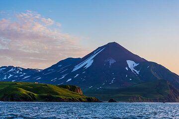 Chikurachki volcano in the evening (Photo: Tom Pfeiffer)