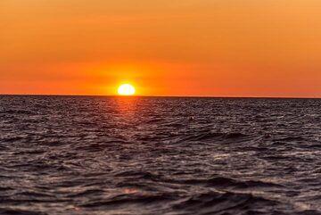 Bright sunset over the Okhotsk Sea (Photo: Tom Pfeiffer)
