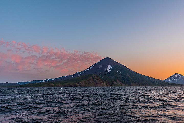 Chikurachki volcano (Paramushir Island) at sunset (Photo: Tom Pfeiffer)