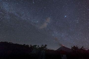 Milky way rising over Colima (Photo: Tom Pfeiffer)