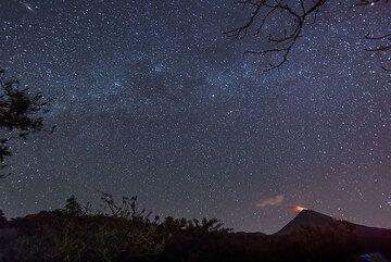 Milky way over Colima volcano on 21 Nov. 2016. (Photo: Tom Pfeiffer)