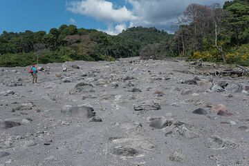 View upstream of the flow deposit; Livio gives a scale. (Photo: Tom Pfeiffer)