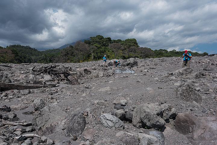 Heike, Ingrid and Livio examine the rocks left by the flow. (Photo: Tom Pfeiffer)
