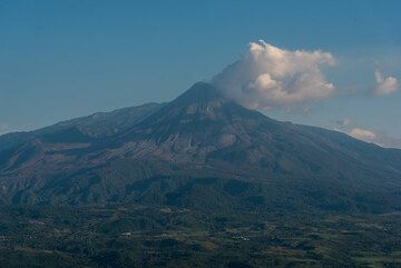 Panoramic view of Colima volcano from the south. (Photo: Ingrid Smet)