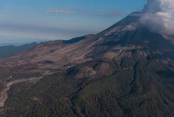 View of the southwestern flank of Colima with the old caldera rim in the background. (Photo: Ingrid Smet)