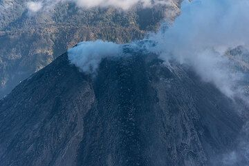 View onto Colima's lava dome and viscous flow from the south. (Photo: Ingrid Smet)