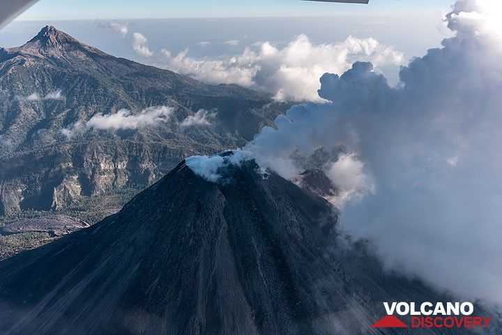 View from high above Colima's summit with Nevado in the background. (Photo: Ingrid Smet)