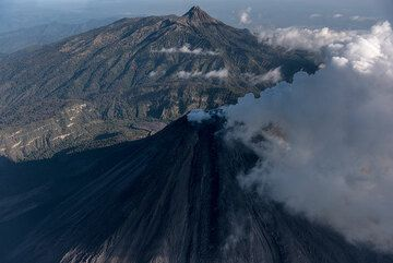 View from the south with Colima and its active lava flow (dark tongue) and Nevado in the background. (Photo: Ingrid Smet)