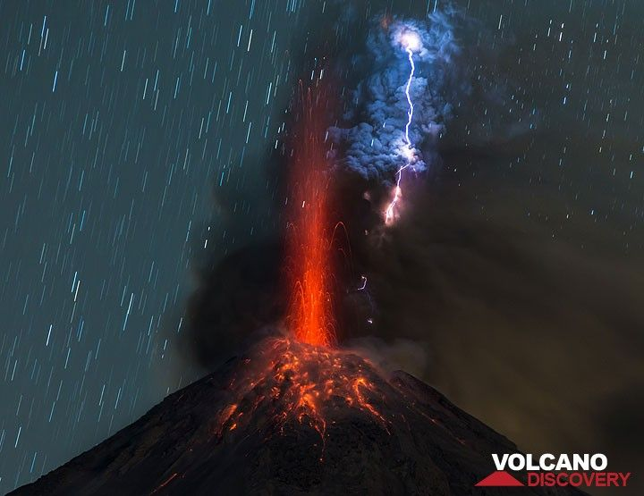 A stronger vulcanian-type eruption an hour later with a spectacular lightning striking inside the ash plume. (Photo: Tom Pfeiffer)