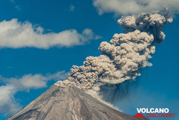 A moderate eruption with curtains of ash fall on the volcano's SE side. (Photo: Tom Pfeiffer)