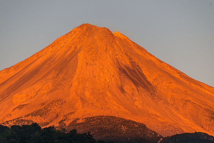 Colima in the last sunlight seen from our cabin. (Photo: Tom Pfeiffer)