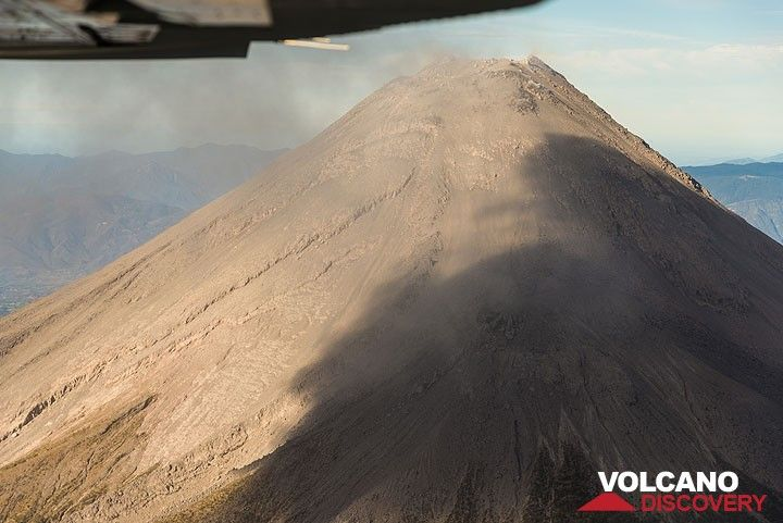 Our pilot didn't worry about his Cessna flying through the remains of the (now very diluted) ash plume... sulfur dioxide could be smelled while passing the plume. (Photo: Tom Pfeiffer)
