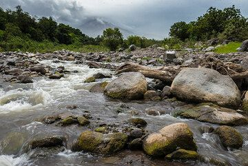 Riverbed on the western side of Colima. (Photo: Tom Pfeiffer)
