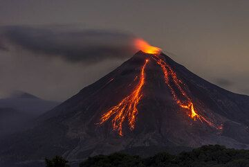 Colima volcano (Mexico) July 2015: glowing rockfalls and lava flow (Photo: Tom Pfeiffer)